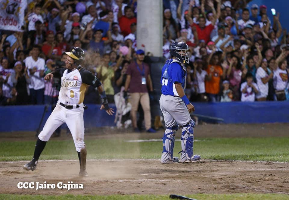 León cerca del campeonato de la Profesional