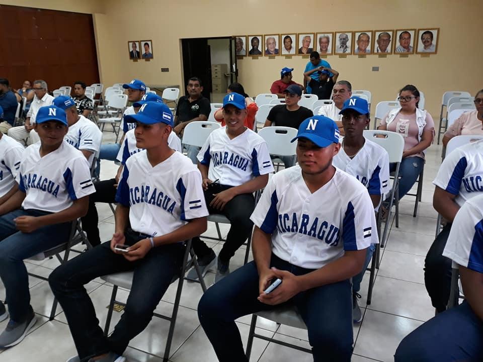 Delegación de Nicaragua antes de ser abanderada.