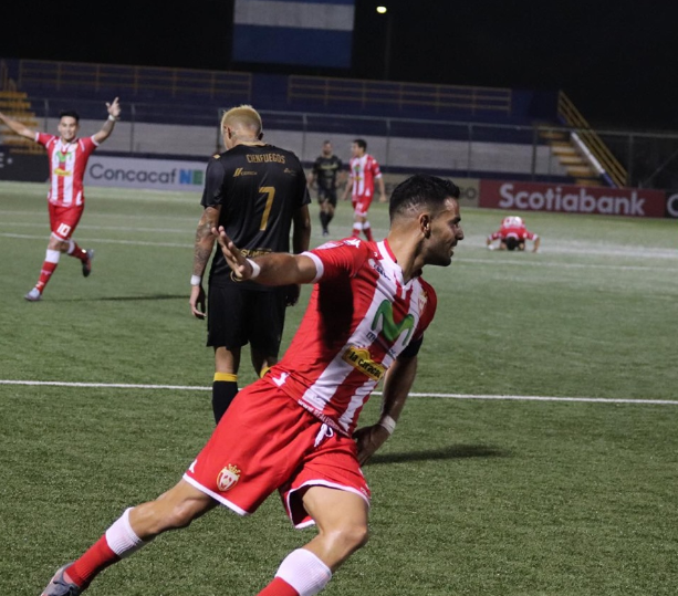 Jua Barrera celebra su gol ante Santa Tecla