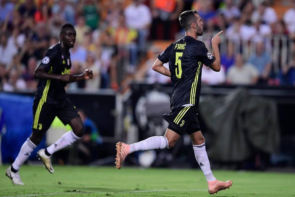 Pjanic marcó dos goles ante Valencia.
