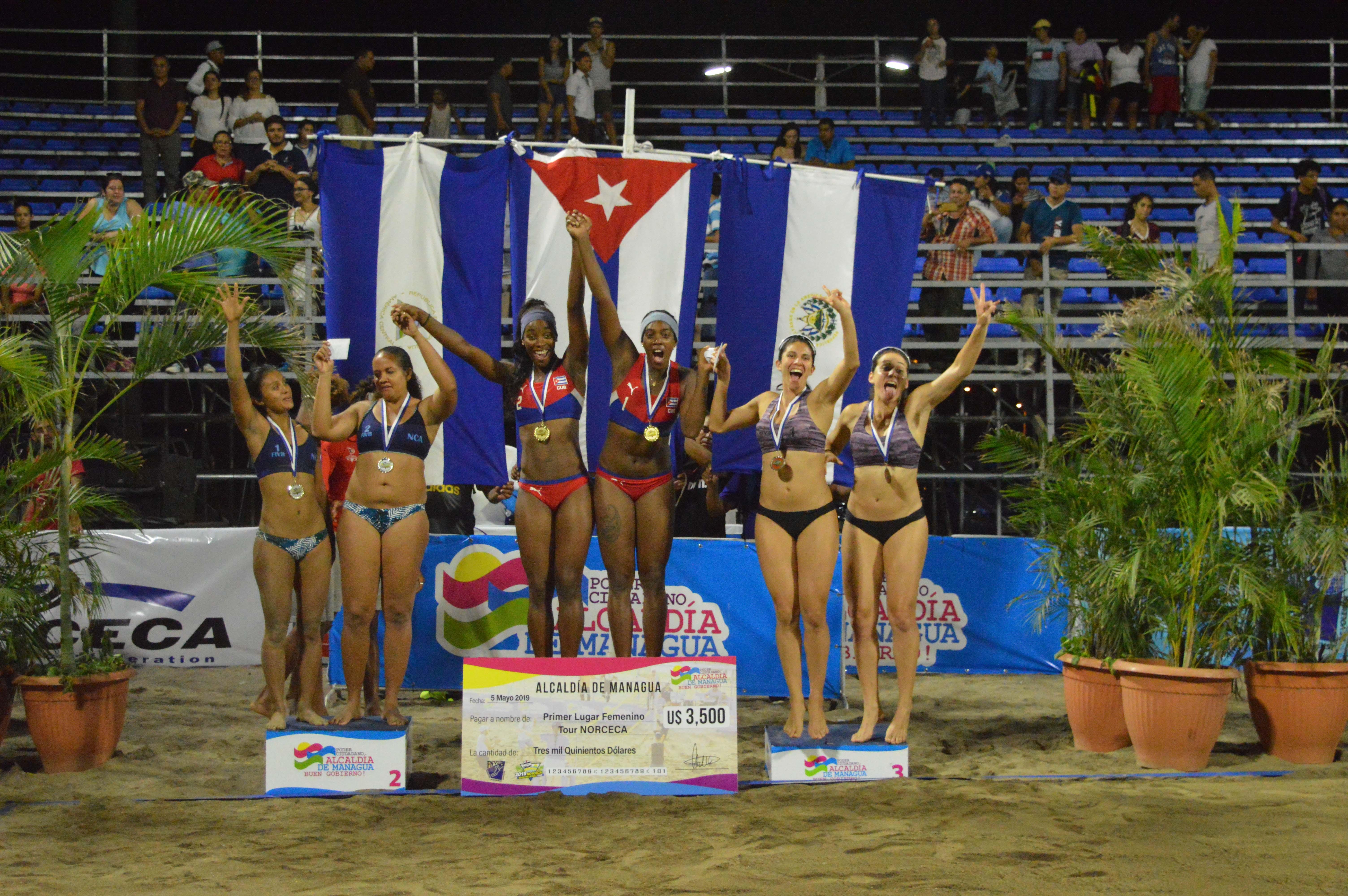 El podio de ganadoras inmtegrado por Cuba, Nicaragua y El Salvador