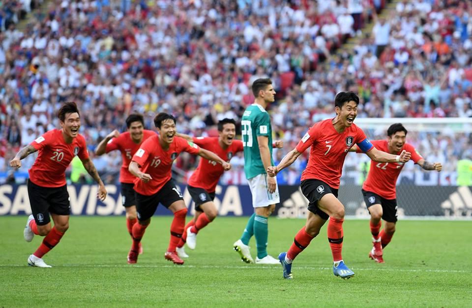 Corea del Sur celebra luego de vencer a Alemania