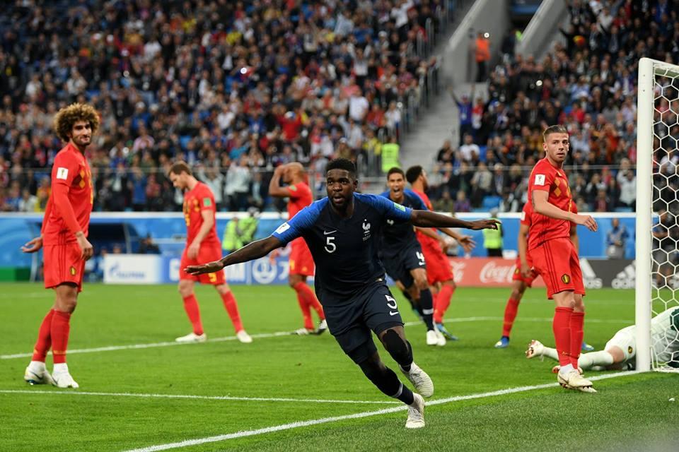 Samuel Umtiti celebra su anotación el gol con el que Francia gana el partido