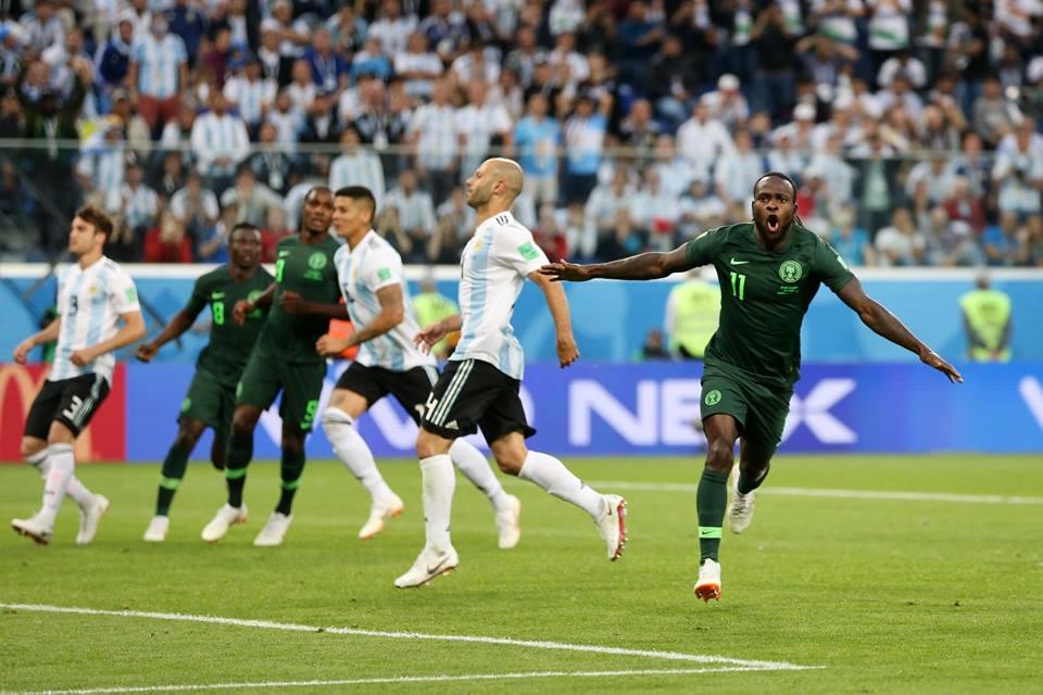 Moses igualó de penal ante Argentina
