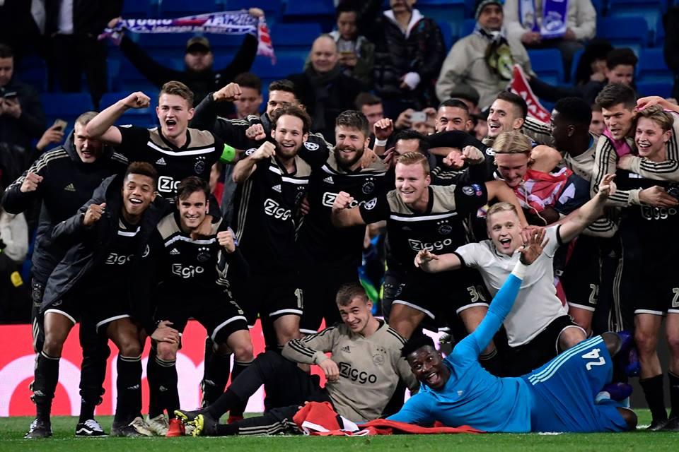 El Ajax celebra en cancha ajena su clasificación a 4tos de final