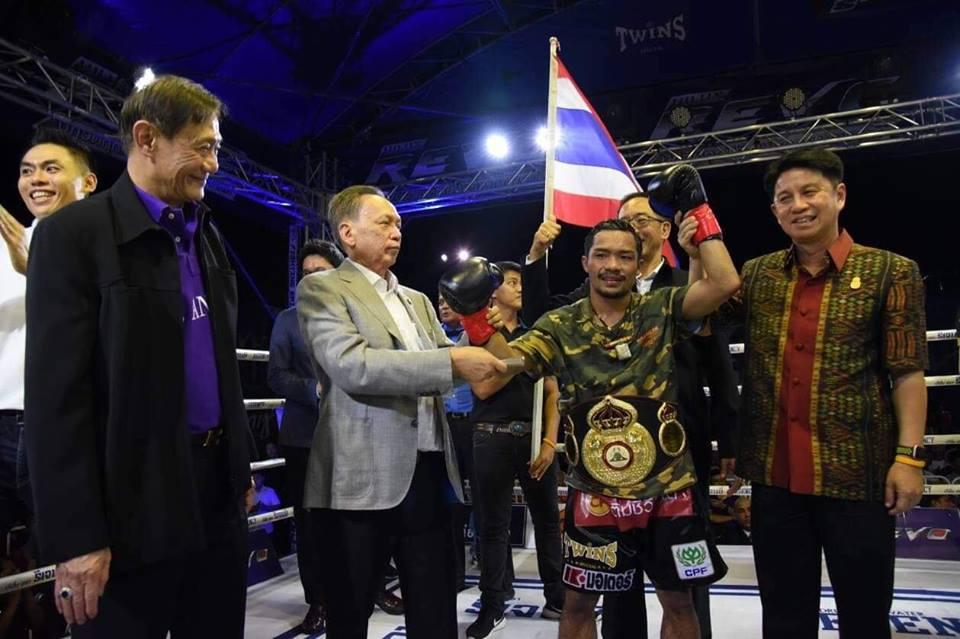 Freshmart celebra ante su público en Tailandia