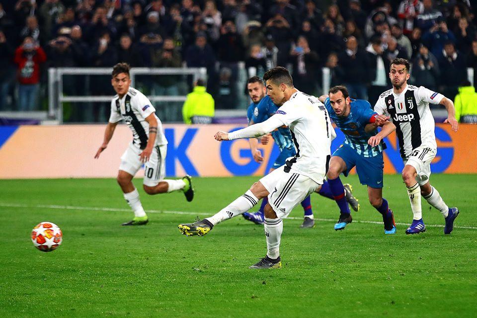 Momento de la ejecución del penal el gol decisivo del partido