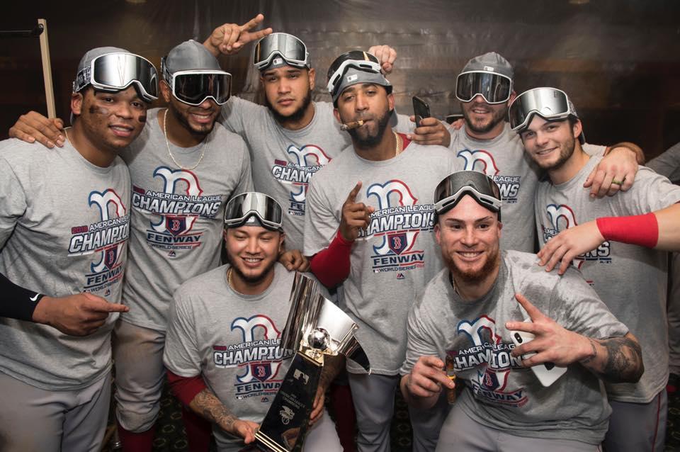 Medias Rojas celebran en el camerino luego de la victoria ante los Astros