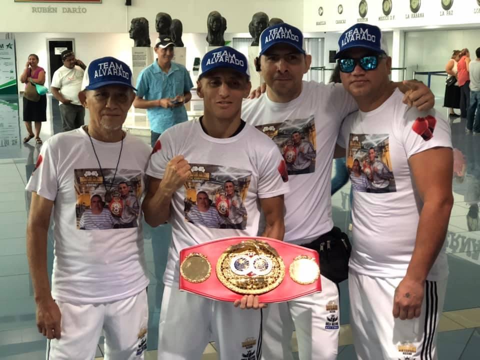 El campeón Alvarado antes de viajar a Japón