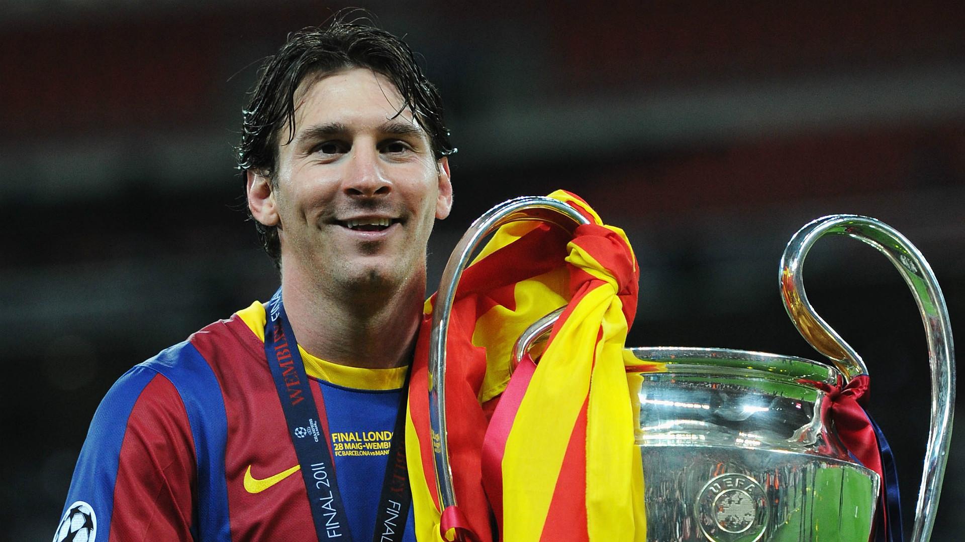 Lionel Messi con el trofeso de la Champions League